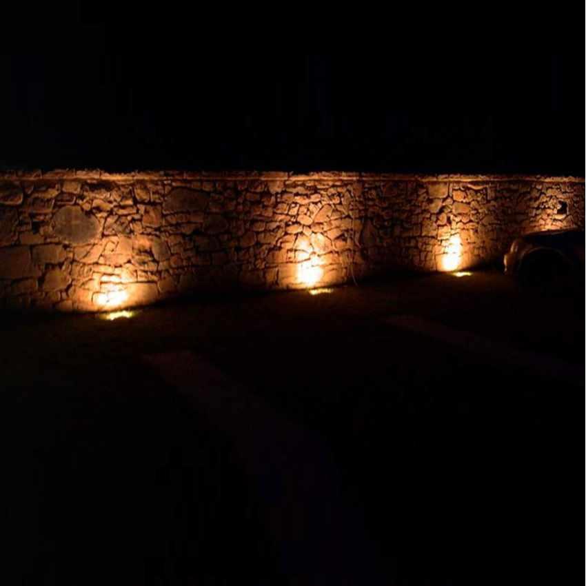 Luce LED Solare Illuminazione Pareti Esterne e Cartelloni BILLBOARD - prezzo