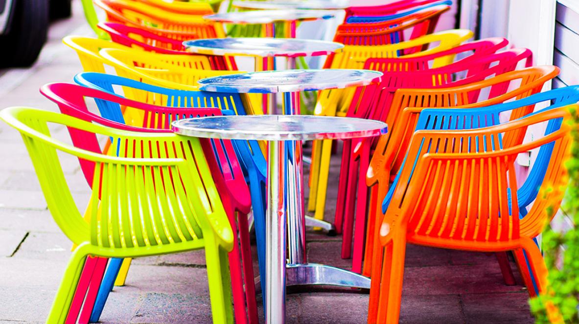 Sedie Economiche Da Esterno.Sedie In Plastica Da Giardino Colorate Ed Economiche