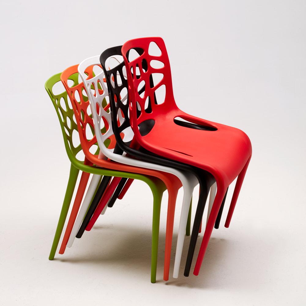 sedie esterno bar con buchi